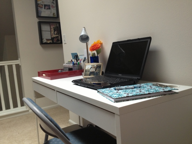 office-desk w laptop